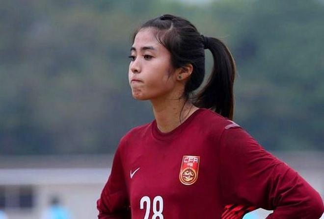 """中國女足頭號美女 喜歡玩微博與球迷互動 球迷親切的叫她""""老婆"""""""