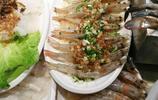美女老闆晚上請吃海鮮,3個人花了3000多,吃到半夜都沒回家