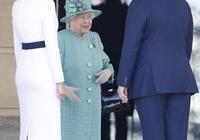梅拉尼婭一身白裙挽起髮髻見英國女王,女王穿薄荷綠大衣贏了氣場