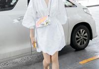 女神宋茜夏季真會穿!一件白T恤搭配牛仔印花裙,氣質美若天仙