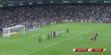 這才是真正的的球迷!梅西離場時,貝蒂斯球迷再送熱烈的掌聲,如何評價這一幕?