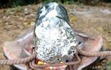 老公把雞蛋打在冬瓜裡上火烤,我看傻,出鍋後我一人吃了半個