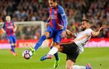 足球——西甲:巴薩勝巴倫西亞