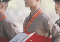 本是同時期入伍,崔珉豪海軍陸戰隊優異畢業,李勝利還在延期入伍