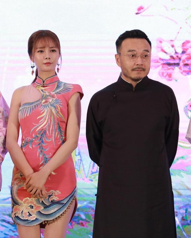 沈夢辰和汪涵亮相某活動被拍,網友表示:她裙子短了點!