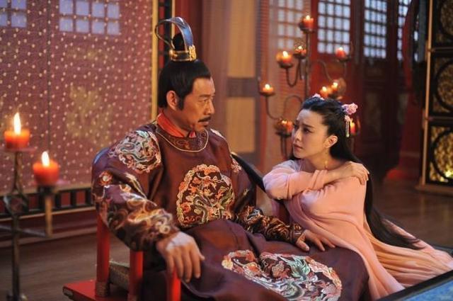 這個女人為了上位,不惜侍奉兩代皇帝,取得的成就讓男人們都羨慕