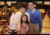 梁詠琪晒出女兒四歲生日照,一家三口出鏡顏值非常在線