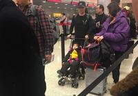 章子怡不在,汪峰獨自帶女兒出國,網友:超級奶爸