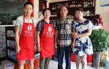 90後獨生女縣城開飯店,53歲父母每天奔波20多公里來做服務員