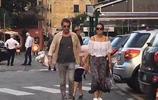 鞏俐與男友十指緊扣現身街頭,新歡已70歲高齡,但看著還挺般配