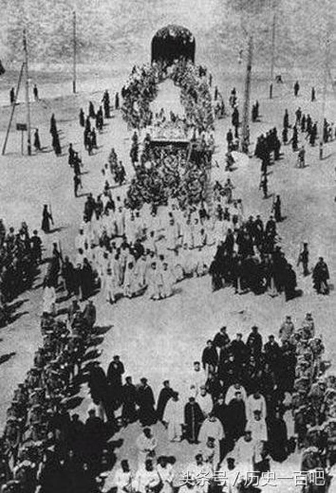 實拍:直擊慈禧葬禮全過程,上萬人圍觀場面浩大,陪葬品眾多!