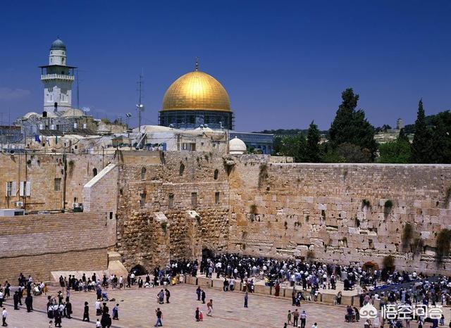 在小說《遙遠的救世主》中,丁元英為什麼那麼堅持讓芮小丹一定要去耶路撒冷?