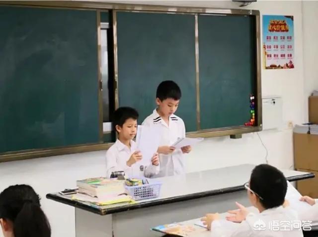 朱芳雨開家長會玩手機被拍,自嘲是留級生+被兒子上課時告發,你怎麼看?
