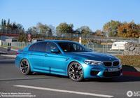 德國紐伯林賽道出現了各種顏色寶馬BMW M5