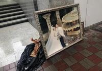 張家輝關詠荷結婚照被扔出到垃圾堆旁邊
