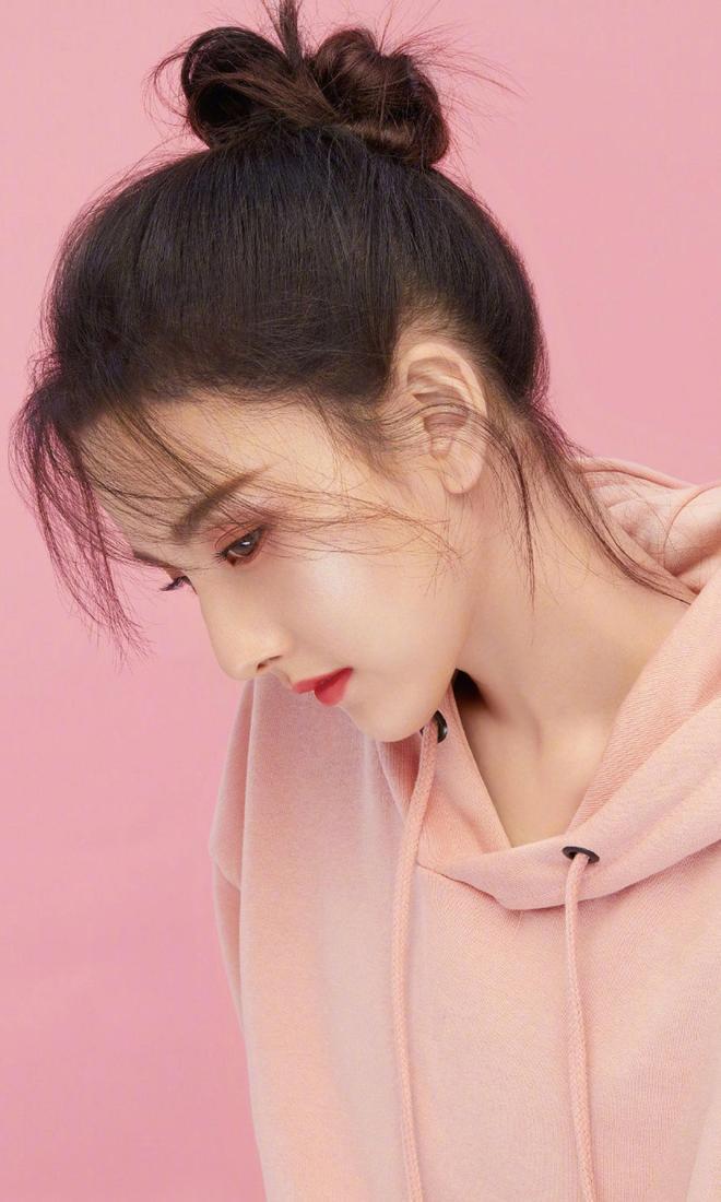 宋祖兒時尚代言美圖,呈現少女感十足的精緻妝容