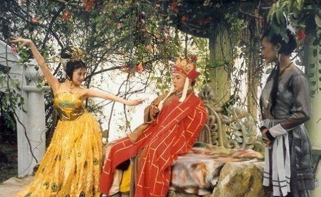 """""""孔雀公主""""金巧巧曾被騙得傾家蕩產,現在嫁了個金龜胥,兒女雙全,變成人生大贏家!"""