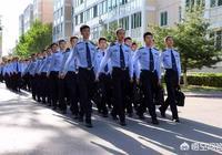 請問文科男生是選擇中國刑事警察學院還是選擇政法大學就讀,未來發展哪個更好一些?