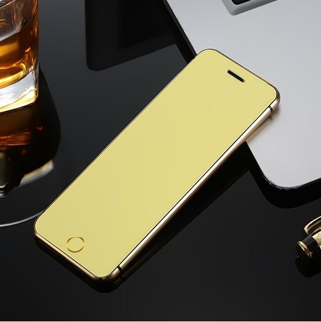 """去青島旅遊,發現有錢人喜歡用""""拉風手機"""",在外打電話,太有範"""