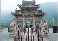 實拍五臺山龍泉寺大牌坊,擺在山溝裡的文物,和照壁珠聯璧合