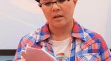 """51歲""""金龜子""""劉純燕全家近照,小時候和媽媽髮型一樣的女兒長大了,美麗動人"""