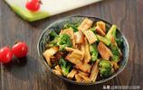 春天多給家人吃這菜,養肝護肝提高免疫力,常吃孩子長得高體格好