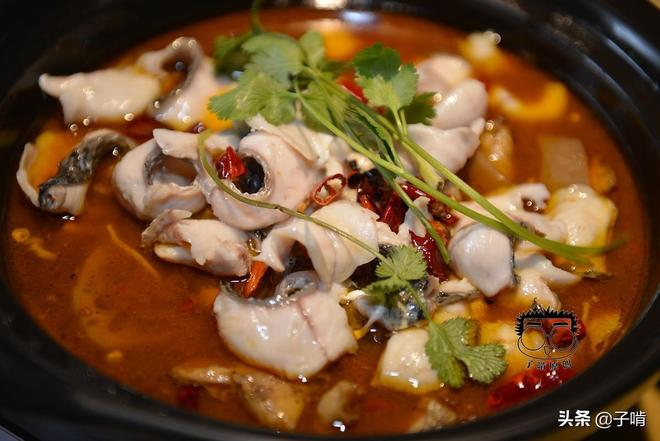 湘菜真是又辣又香,3個人300元吃了六菜一湯,飯量多吃完半盆米飯