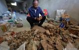65歲農民大山裡尋寶    20年背出價值60萬的石頭