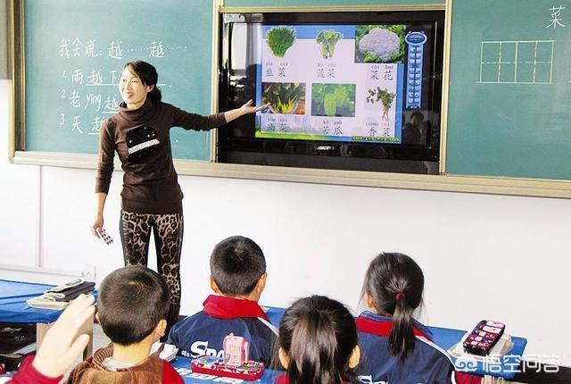 為什麼現在有些老師講課非要用PPT,直接黑板板書不好嗎?