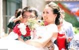 3個新郎在同一天同一戶人家娶走3個新娘,村民說他家出5名大學生