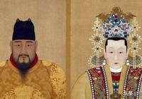 戲臺上的鳳冠是明朝皇后鳳冠的升級美化版