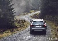 自動擋車型下陡坡時怎麼做才最安全?掛D擋踩剎車是最危險的