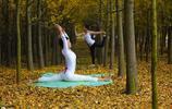 貴州省會貴陽天高氣爽,很多女性集中到公園拍照做瑜伽