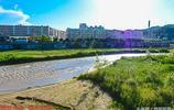 陝北綏德無定河干枯成細流,河床上種植花草,原來的漂亮成歷史