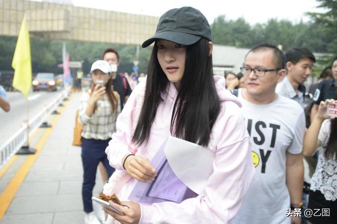 鹿晗29歲生日,關曉彤零點發消息祝福,戀愛兩年依然甜蜜