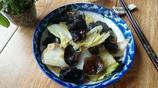 秋冬季空氣乾燥,對人的皮膚有損害,常吃這個菜有護膚和養顏效果