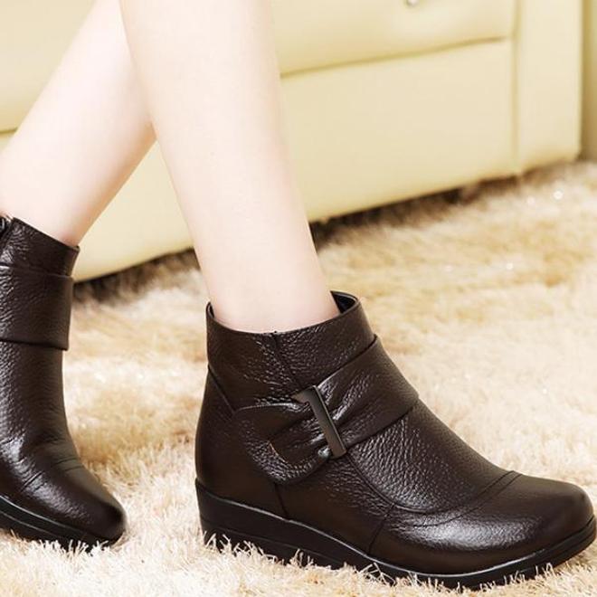 中國又出一女鞋:叫踏雪靴,適合怕冷愛美女人,三九天出門不凍腳