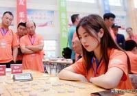 象棋美女下出絕妙殺棋,男子高手都輸給她,這是棋壇一枝花樑妍婷