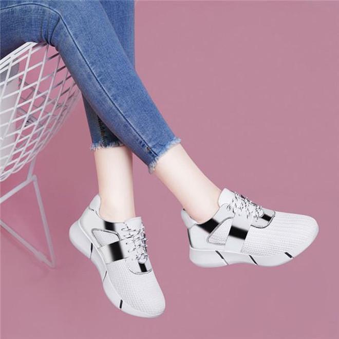 """又出一女鞋:叫""""美腳鞋"""",適合四五十歲女人穿,養腳還顯高"""