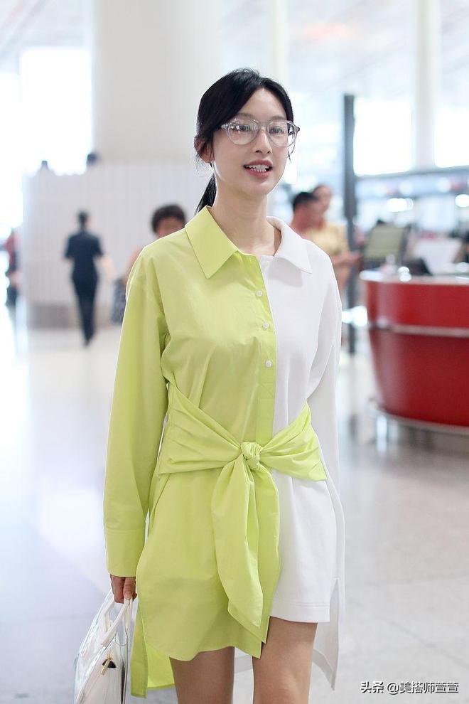 太會穿了吧!張儷穿拼色襯衫裙似雪糕可愛迷人,白皙大長腿超吸睛