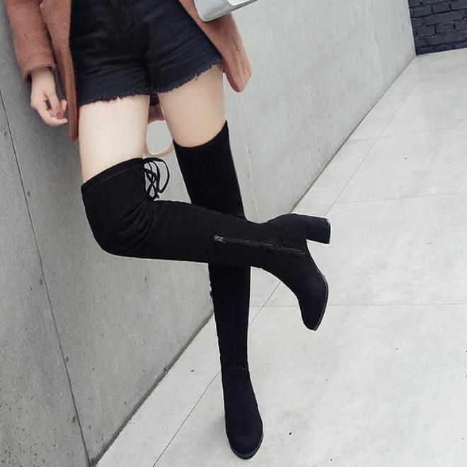 怕凍腿的女人有福了,剛上新的長筒靴,保暖洋氣,大雪紛飛不懼冷