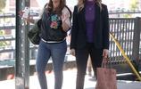 珍妮弗·洛佩茲和麗亞·雷米尼乘坐地鐵48歲的洛佩茲女人味依舊