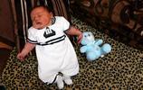 """英國新生兒重約11斤,醫生稱""""像個保齡球"""""""