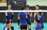 中國女排輕鬆備戰世錦賽六強賽,朱婷淘氣做鬼臉