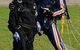 英國85歲老人高空跳傘 募集90萬用於慈善
