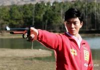 中國奧運第一人許海峰,62歲退休兩年,視力變差,仍住體總分配房