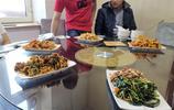 雞西室溫零上27度,熱得一家九口吃冷麵,面和菜都是冷的才解暑