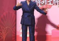 倪萍瘦下來美得真驚豔!穿黑色西裝優雅端莊氣場足,哪像60歲!