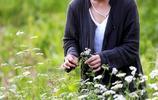 30歲女大學生看破紅塵辭職隱居深山,飲山泉誦經種菜過山林生活