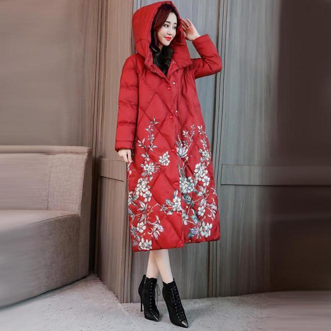 女人切記,穿棉衣別搭闊腿褲,瞧下面女人打扮,雪天保暖又時髦